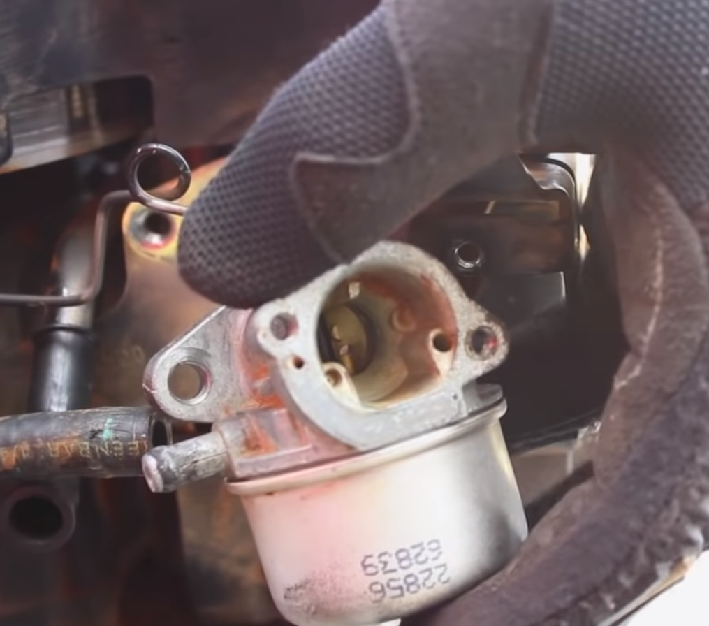 How to Clean a Lawn Mower Carburetor? | TreillageOnline com